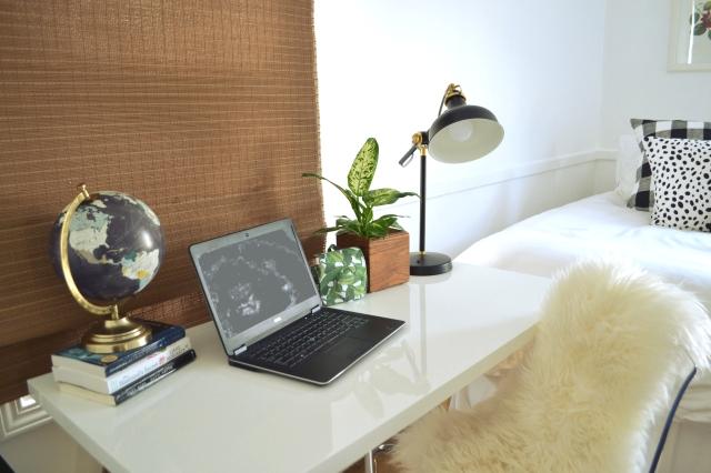 guestroom-edited-desk2